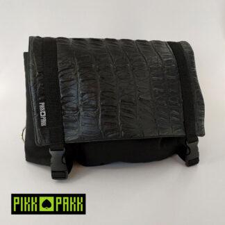 Prémium fekete övtáska, műbőr tetővel - PIKK PAKK